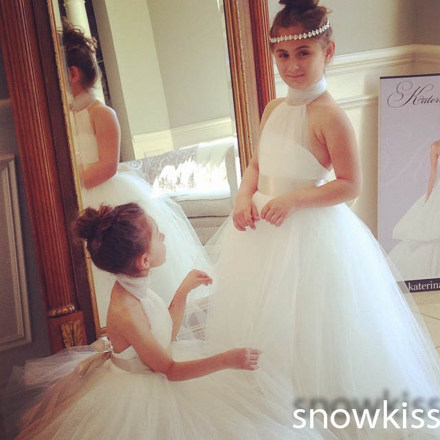 Sexy backless halter white/ivory tulle ball gowns with sash for wedding party ball gown long flower girl dresses for communion beautiful white ivory lace tulle flower girl dresses first communion ball gowns for juniors with sash vintage baby party frocks