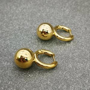 Image 5 - Pendientes colgantes de perlas grandes y redondos para mujer, joyería de diseño, aretes colgantes de oro de alta calidad para mujer, bisutería de marca elegante de lujo