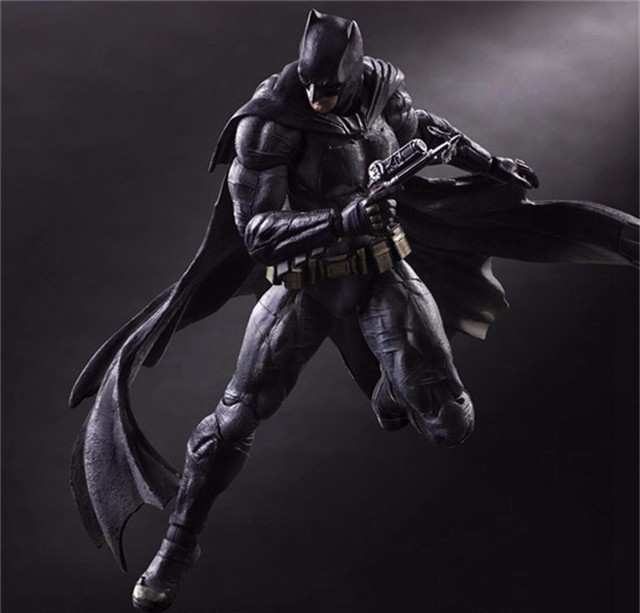 Коллекционная фигурка Бэтмен PlayArts на заре справедливости 4