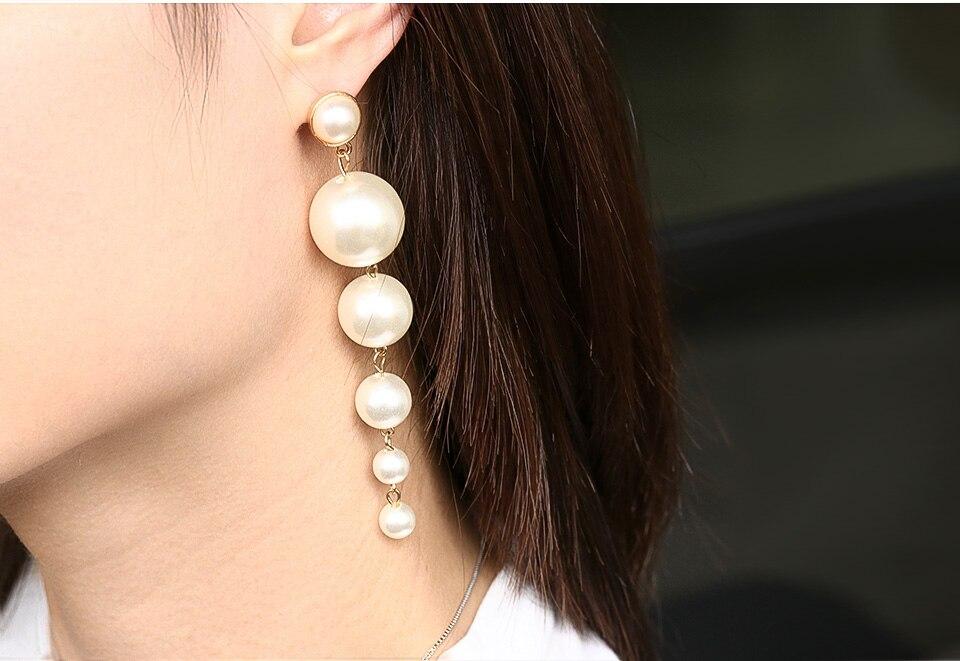Geometric gold earrings and pendants