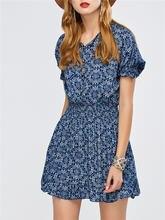 Женское мини платье с цветочным принтом и глубоким v образным