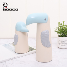 Roogo Resin Bird Family Home Decoration Accessories Cute Animal Home Decor Cut Miniature Figurines For Desktop Decorative roogo sweet wedding home decoration accessories resin bridegroom and bride figurine gift for couple family desktop ornament