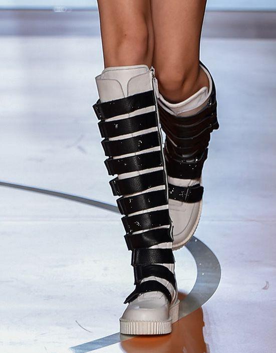 Цветные женские сапоги до колена с ремешком; модные высокие сапоги из микрофибры; сезон осень зима; короткие теплые плюшевые сапоги - 5
