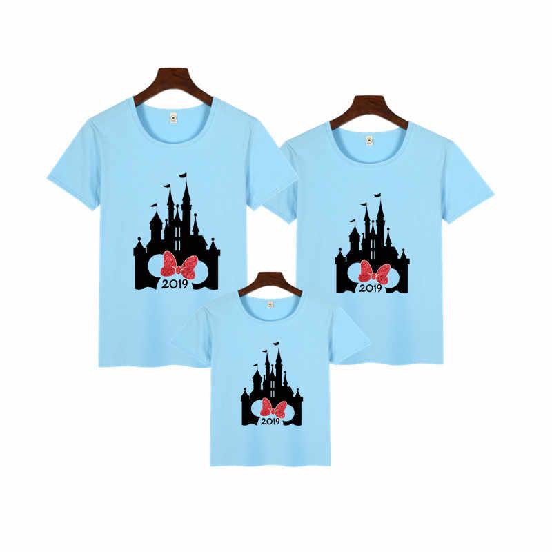 Ищу футболки с Микки Маусом и замком 2019 г.; Одинаковая одежда для семьи; футболки; одежда для мамы и дочки; новогодние майки