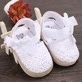 2016 Nuevo Top Fashion Sepatu Bayi Moda de los Bebés del Bebé de Suela Suave Hueco Dulce Niño de Prewalker Shoe 0-18 meses antideslizante