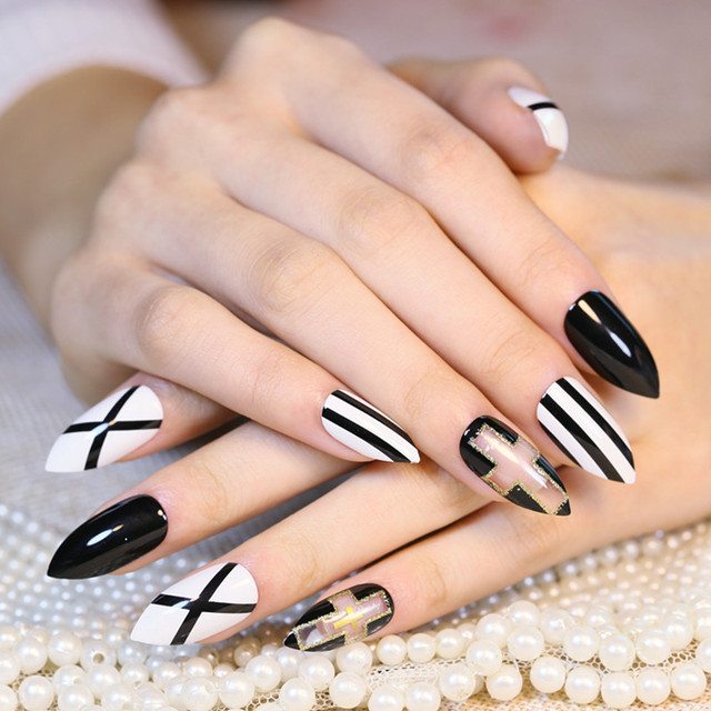 Hot Ing 24pcs Black And White Stripe Printing Fake Nails Full Acrylic Artificial Tip Head