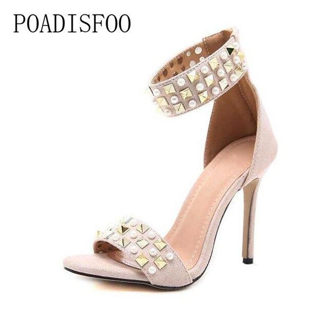a7fb1ac7e Poadisfoo 2018 primavera nueva sexy extravagante remaches perla talón fino  peep toe alto talón sandalias de