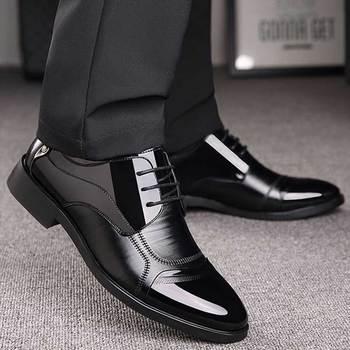 Luksusowy biznes Oxford skórzane buty męskie oddychające gumowe buty galowe męskie biuro ślubne mieszkania obuwie Mocassin Homme tanie i dobre opinie MOSHU RUBBER Syntetyczny Oksfordzie Oddychająca Lace-up mo-WKB0124 Wiosna jesień Stałe Pasuje prawda na wymiar weź swój normalny rozmiar