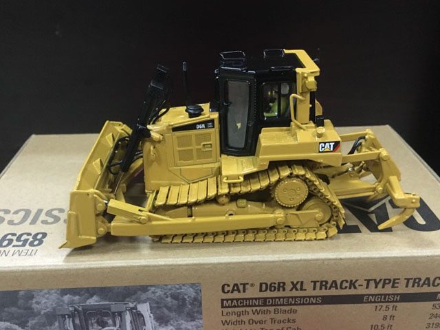 Caterpillar Cat D6R XL Track-Type Tractor 1:50 Scale Metal Model By DieCast Masters DM85910
