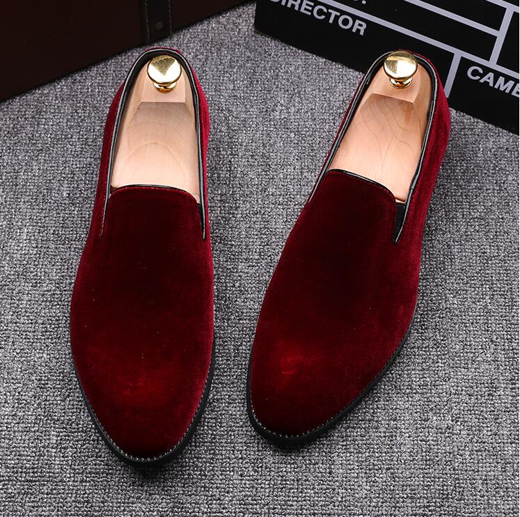 New 2020 Velvet Men Loafers Luxury Brand Shoes Slip On Pointed Toe Party Wedding Shoes Fashion Men Loafers Black Green Wine Red