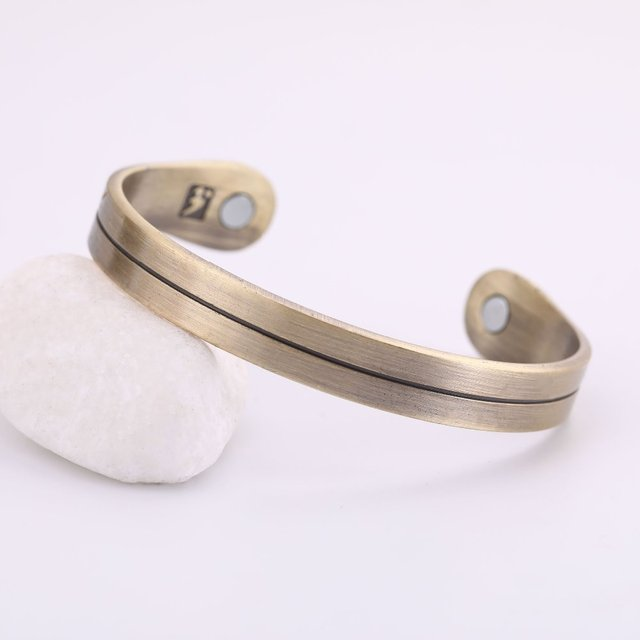 Magnetic therapy bangle cuff