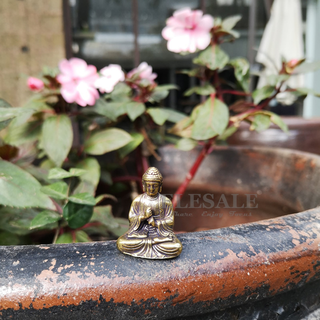Mini Portable Vintage Brass Buddha Statue Pocket Sitting Buddha Figure Sculpture Home Office Desk Decorative Ornament Toy Gift 2