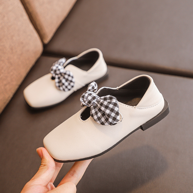 2018 Kids Low heels Shoes Girls Spring Autumn Soft Bottom Square Shoes  Children Lattice Bow Princess Shoes Solid New Arrival-in Leather Shoes from  Mother ... 71112b79f9ec