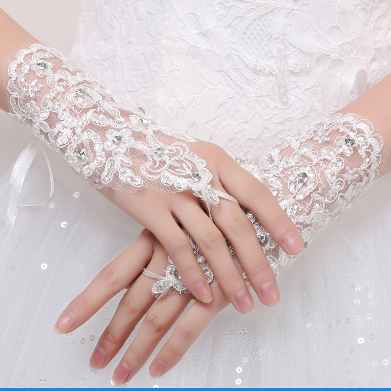 Elegant Tulle White Ivory Lace Bridal Gloves Wrist Length Crystal Matched with Wedding Dress Gloves Hook Finger Wedding Gloves