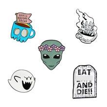 Taza de café de Alien de Ghost Tombstone, insignia de Pin esmaltado de Undead de esqueleto a mano, broche estilo Punk para mujeres y hombres, colección de Pins de Halloween