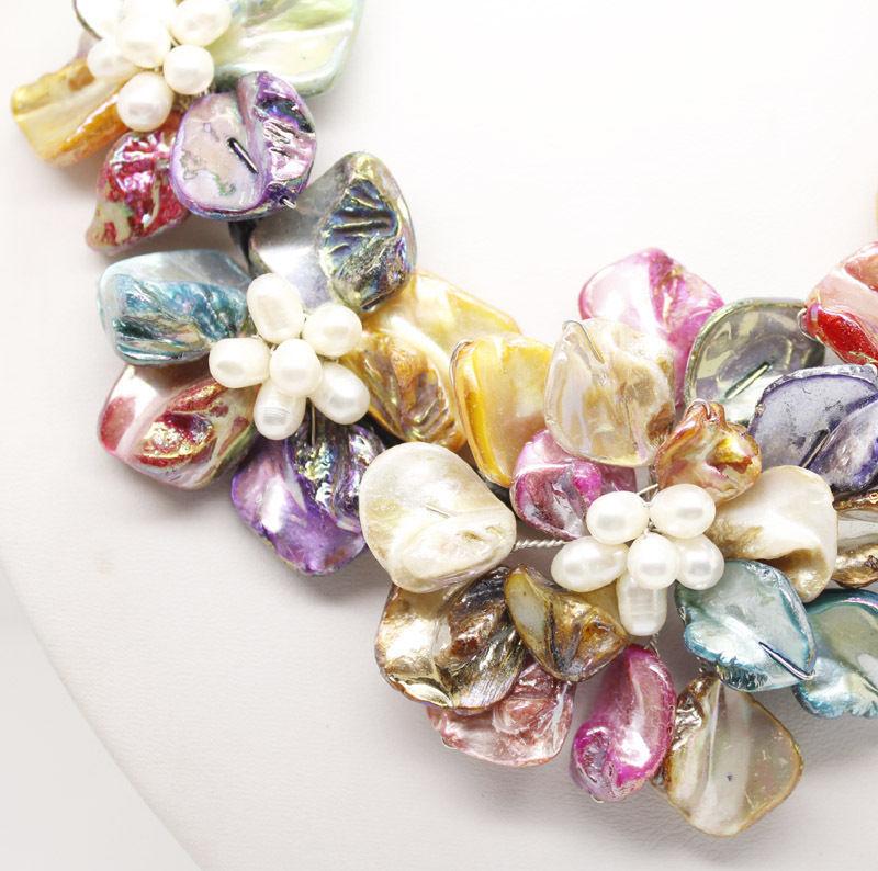 natural white pearl  Multicolor shell pearl 5 flower pendant necklacenatural white pearl  Multicolor shell pearl 5 flower pendant necklace