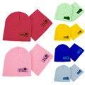 Crianças de Cobertura Chapéu de Crochê Cor Sólida Doces Coloridos Inverno Quente Malha Chapéus Jornaleiro Caps com Lenço