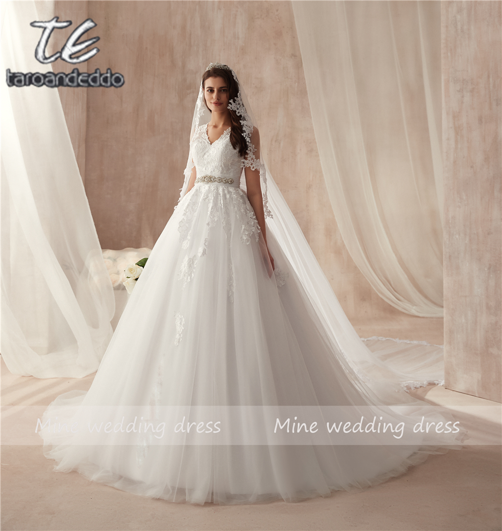 High V neck Delicate Lace Applique Wedding Dress Illusion Back Beading Sash/Belt Bridal Gown with Huge Bow vestido de noiva