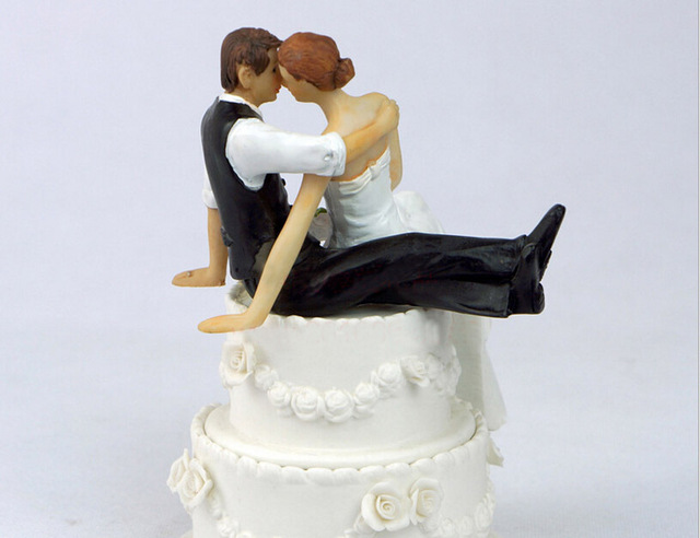 Couple Bride And Groom Sitting Kiss Wedding Valentine S Day Cake
