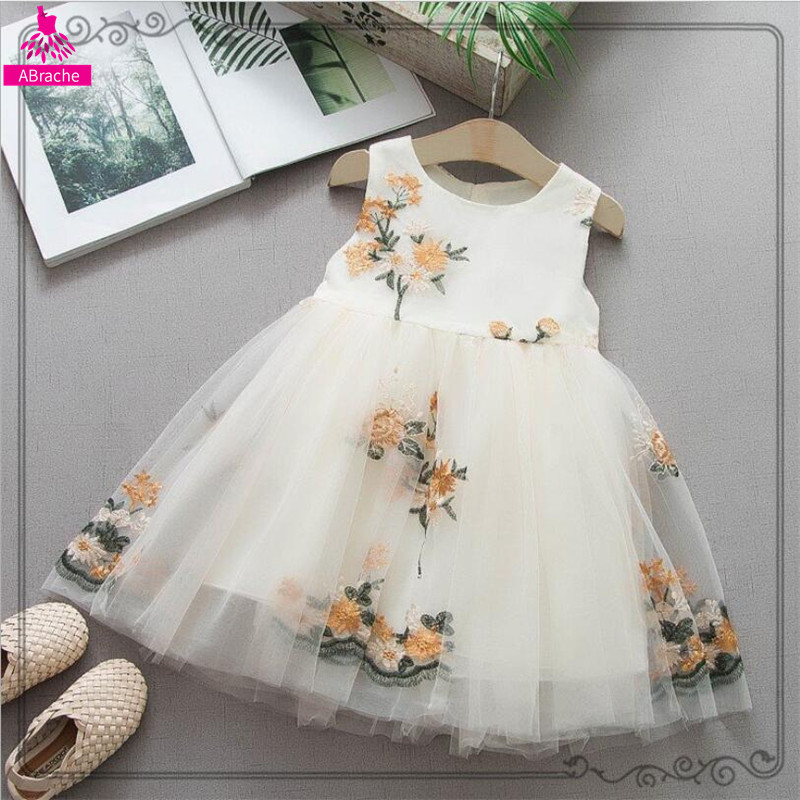 2019 Newborn Baptism Dress Baby Girl White 1year Birthday Party Embroidery Cute Sleeveless Toddler Girl Christening Gown Clothes