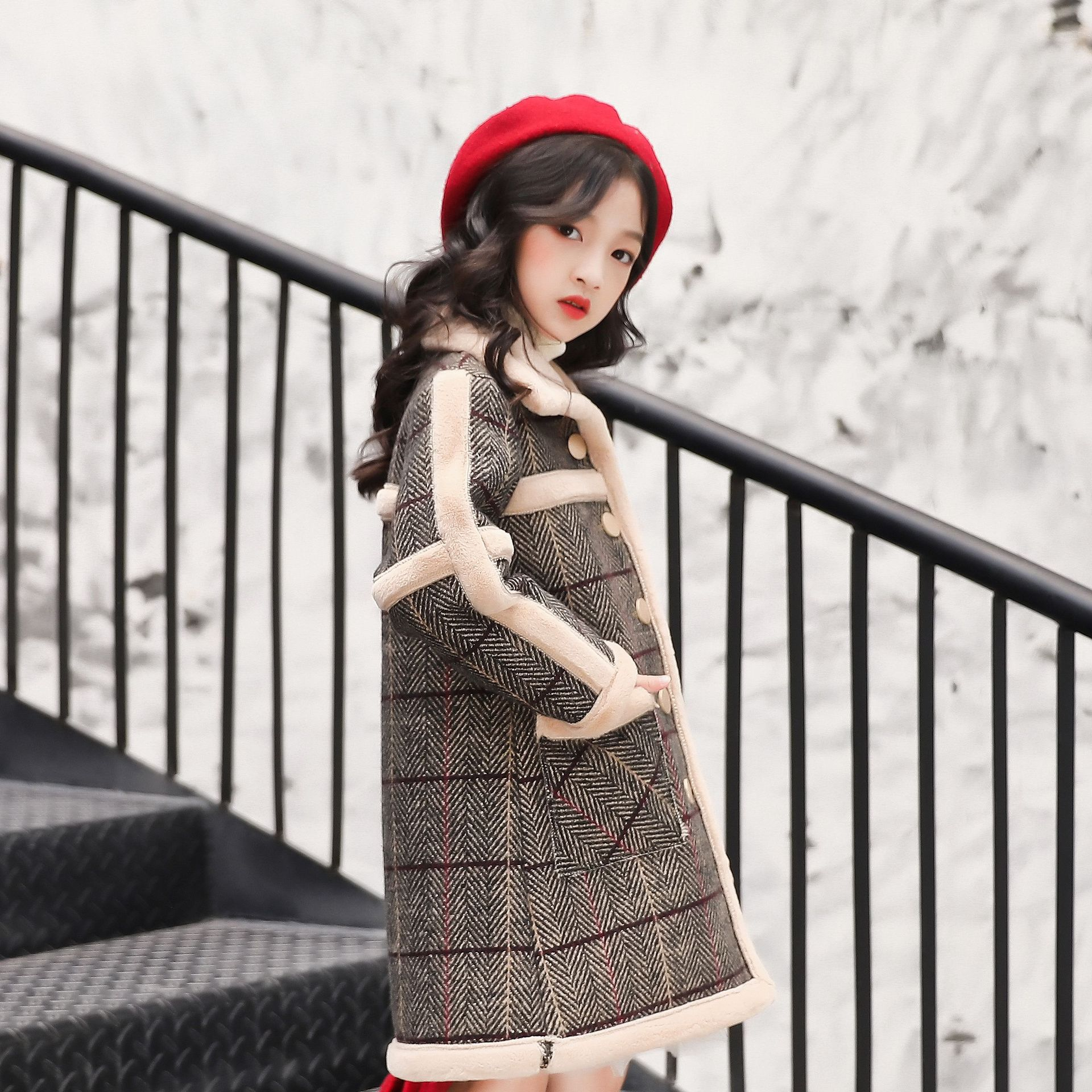 Girls clothes 2018 autumn and winter new temperament girls wild lapel fur stitching single-breasted coat long coat girls single breasted raw hem skirt