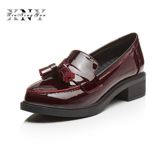 XIUNINGYAN Véritable Chaussures En Cuir Femme Britannique Style Designer  Vintage Penny Loafer Plat Casual Chaussures 2017 9ae3548ca877