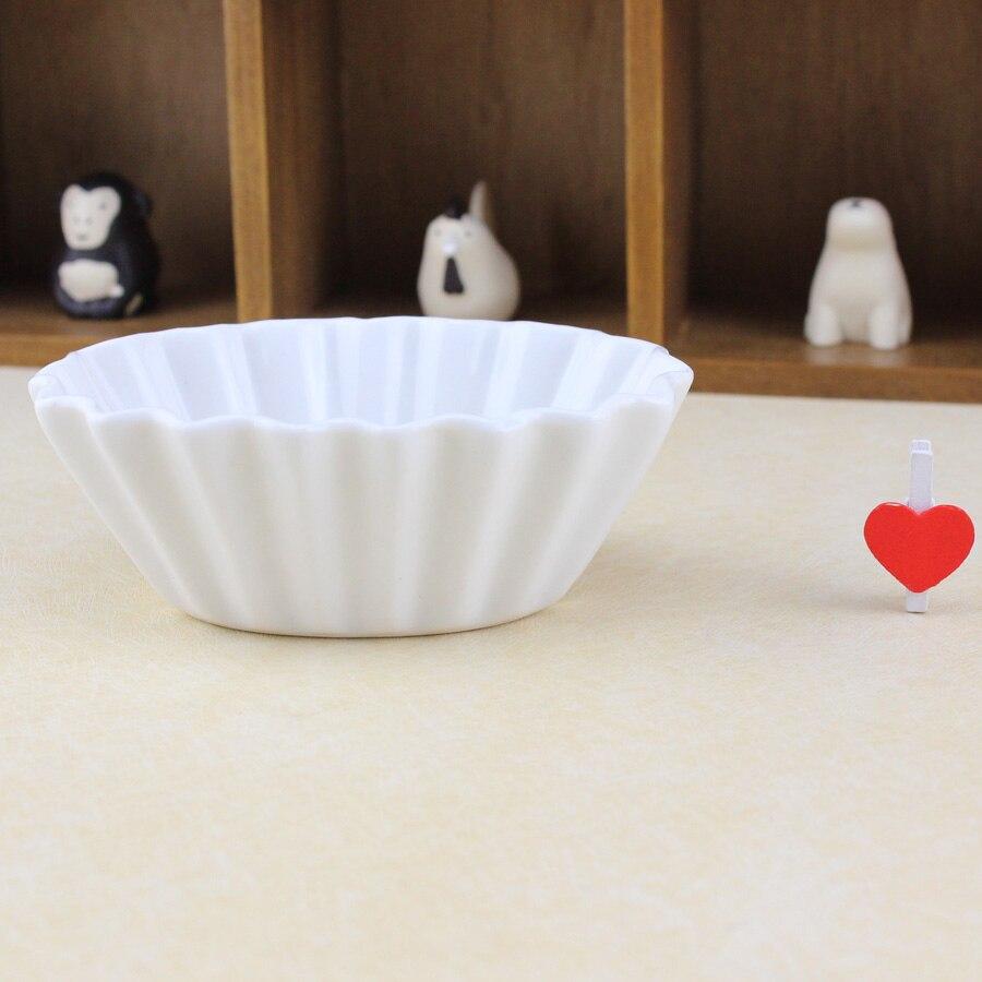 Yumurta Kabukları ile Porselen Çaydanlık Nasıl Süslenir