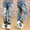 Бесплатная доставка горячей продажи 2017 весной и осенью новые модные дети мальчики досуг джинсы скелет pattern дети брюки брюки
