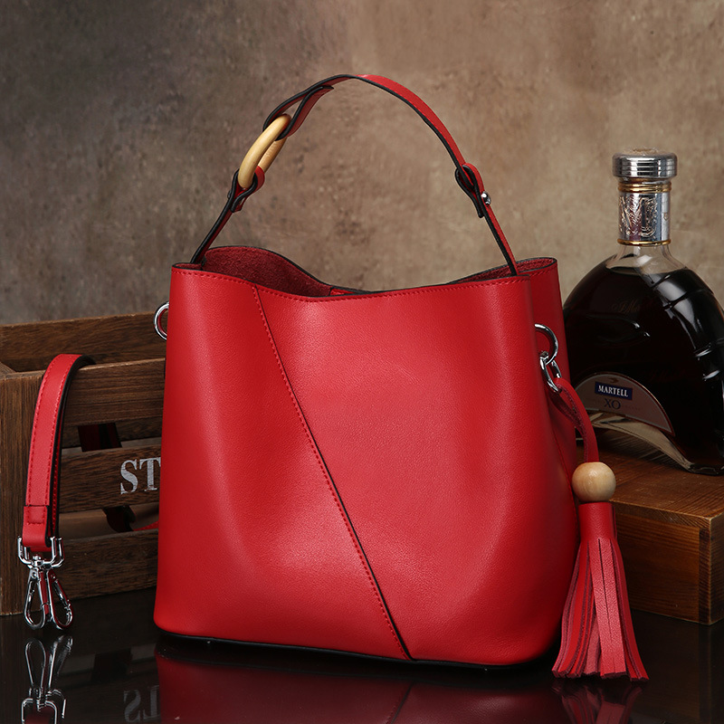 все цены на 2018 New Vintage Genuine leather Women Bucket Bag Female Tassels decoration Shoulder Bag Fashion all-match Women Handbags онлайн