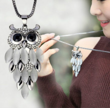 Women Lovely Owl Pendant Rhinestone Long Sweater Chain Necklace Jewelry Choker Feather Pendants Necklaces For Women gold chain graceful rhinestone alloy sweater chain for women