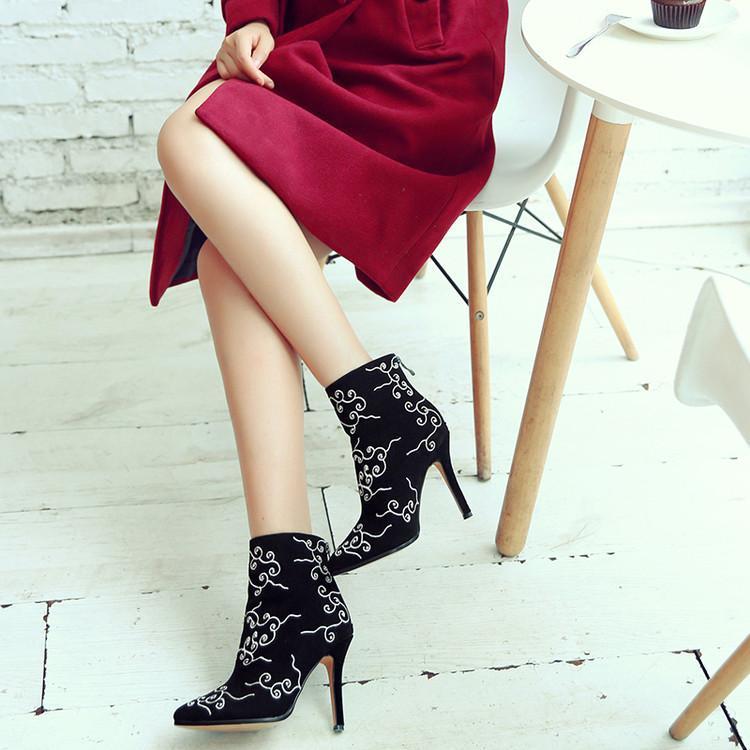 Chic Cheville Fleurs Hauts Femmes Noir Gladiateurs Dame Pointu Talons Mode Femme Broder Bout De Chaussures Flock Haute Pour Luxe Bottes qfZt8Z