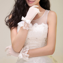 Купить с кэшбэком Woman Wedding Gloves Short Wrist Length Tulle Lace Appliqued With Bow White Bridal Party Gifts Wedding Accessories 2020 New