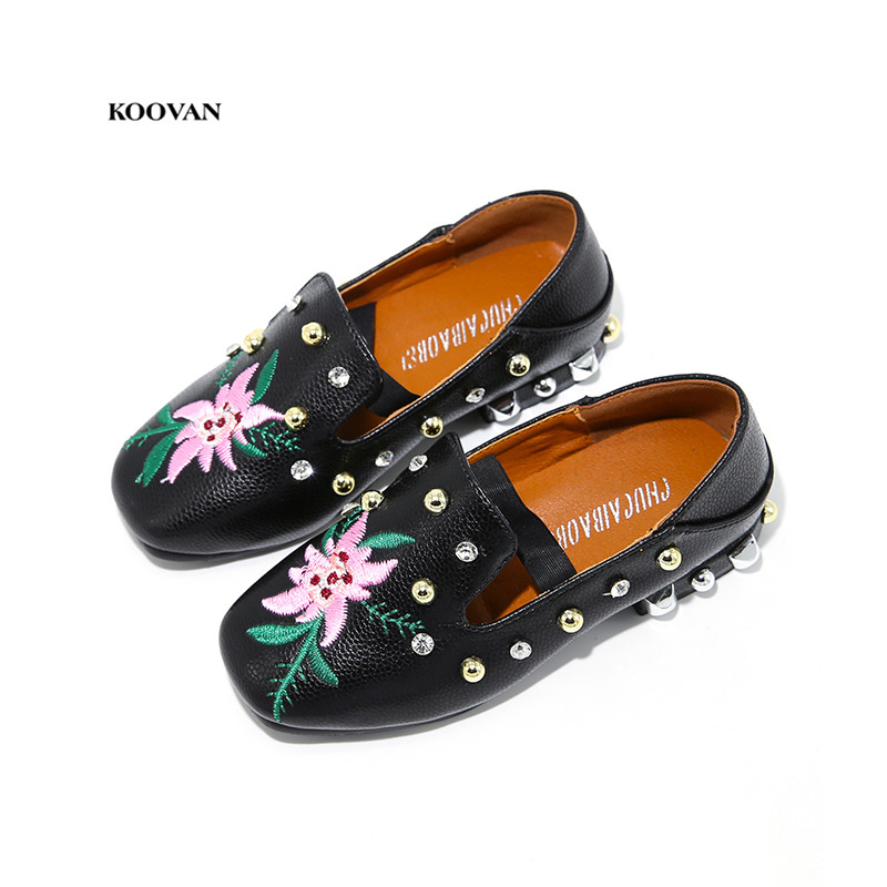 Koovan Children Flats 2017 New Autumn Childrens Black Shoes Small Girls Rivets Shoes Girls Embroidered White Flowers Rhinestone