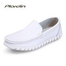 Plardin/Новая Всесезонная модная мужская чистый белый Разделение мягкие удобные Повседневное Вышивание Для мужчин дышащая обувь из натуральной кожи обувь для медсестры