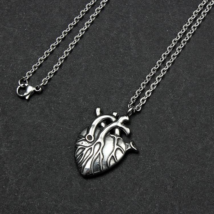 Anatoomilise südamega kaelakee