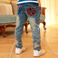 2016 Nova Moda Infantil Calça Jeans Cintura Elástica calças Retas bolso estrela de cinco pontas-de calças pés calça jeans crianças menino