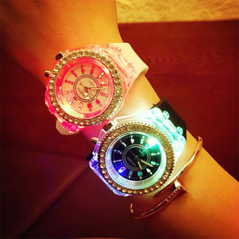 2019 Luminous Flash Watch Boys and Girls Couple Watch Student Sports Watch Quartz Children Watch Rhinestone Bracelet Accessories2019 Luminous Flash Watch Boys and Girls Couple Watch Student Sports Watch Quartz Children Watch Rhinestone Bracelet Accessories