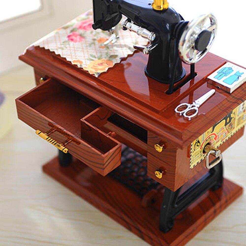 Nuevo pequeño Cajas de música plástico vintage caja de música mini Costura máquina estilo mecánico cumpleaños regalo Decoración de mesa 12*7.7 * 16cm @ GH