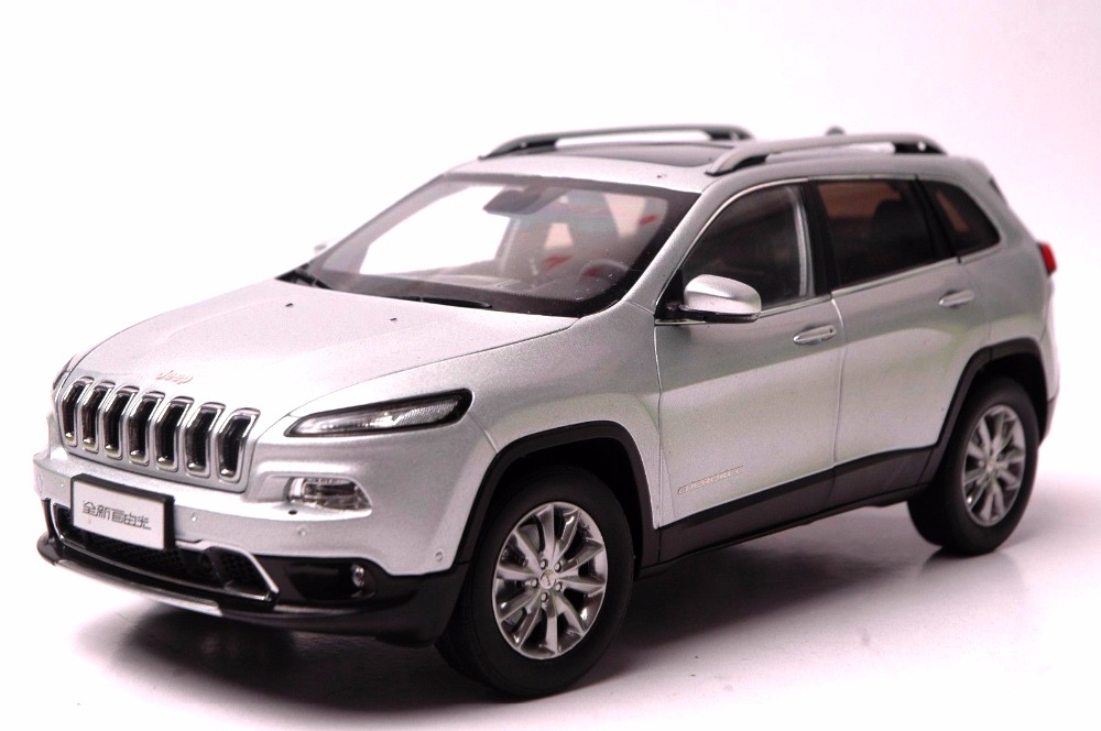 1:18 Diecast Model for Jeep Cherokee 2016 Silver SUV Alloy Toy Car Miniature Collection Gift