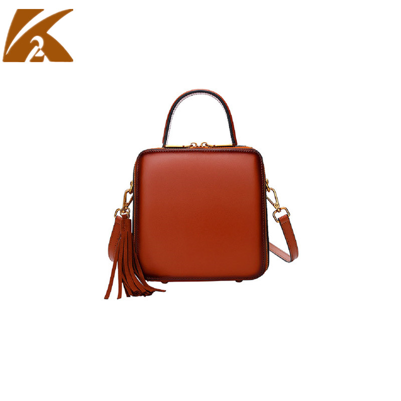 KVKY Fashion Genuine Leather Small Crossbody Bags for Women Flap Messenger Bags Woman Real Cow Leather Tassel Rivet Shoulder Bag все цены