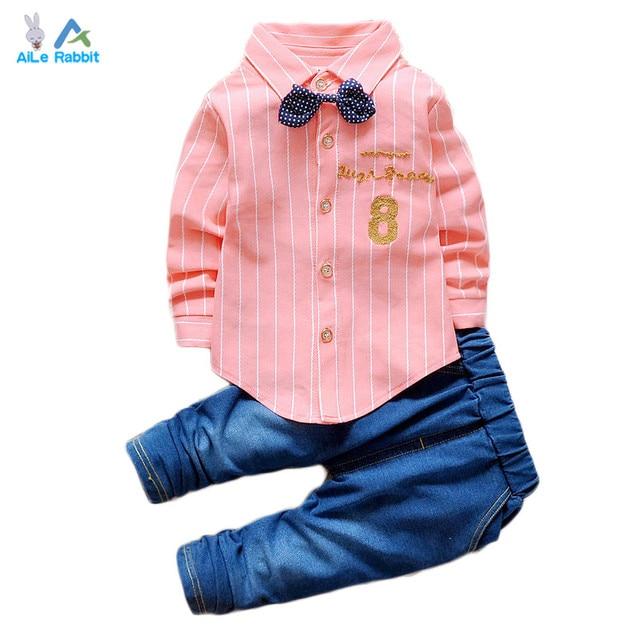 2016 Мальчиков Костюм Футболка + джинсы 2 шт./компл. полосатый кардиган галстук-бабочку мода джинсовом костюме буквенно-цифровой 8 Детская одежда