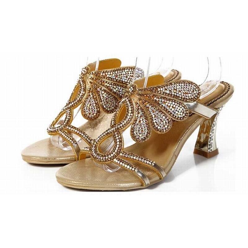 972828c1ee2f0 Hot nowy 2018 kobiety moda gruby wysokie obcasy sandały złota panie słodki  kwiat buty gladiatora kapcie rhinestone kryształu diamentu