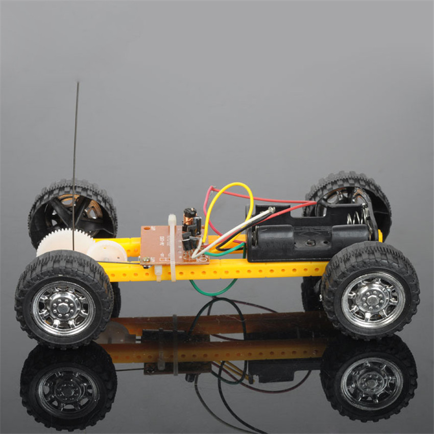 diy make two remote control car article plastic version to assemble toy car technology diy small. Black Bedroom Furniture Sets. Home Design Ideas
