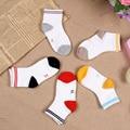 2016 Nueva Moda Reticular Bebé Calcetines Movimiento Medio Cintura de Los Niños de Dibujos Animados Calcetines Finos de Algodón Transpirable Suave Cómodo