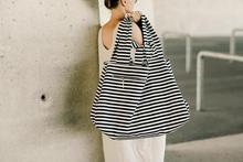цена на 2019 Large Canvas Fashion Durable Women Black and white stripes Shoulder Bag Shopping Tote Flax Cotton Shopping Bags Maximal