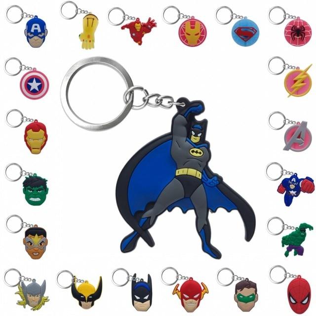 1 pcs Keychain DO PVC Dos Desenhos Animados Figura Marvel Avenger Anime Chaveiro Anel Chave Hulk Batman Super Hero Kid Toy Titular presente de natal