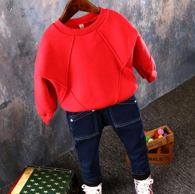 2016 nuevo otoño y el invierno de los niños chicos calientes cepillado de algodón de manga larga de terciopelo de lana suéter del muchacho de los niños Camiseta