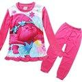 2017 New Trolls Meninas Conjuntos de Pijama Primavera Dos Desenhos Animados Kit roupas de manga comprida + calças de algodão 2 pcs. adequar a Roupa das Crianças