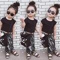 Nueva llegada 2016 ropa de los niños del negro del diseño corto superior t-shirt twinset establecido niño ardilla pantalones trajes de dos piezas