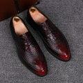 Inglaterra los hombres de moda zapatos cómodos de la boda discoteca vestidos de jóvenes zapatos de grano cocodrilo en relieve de cuero de vaca pisos oxford zapatos de hombre